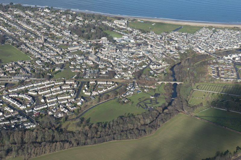 General oblique aerial view of Nairn, looking NNW.