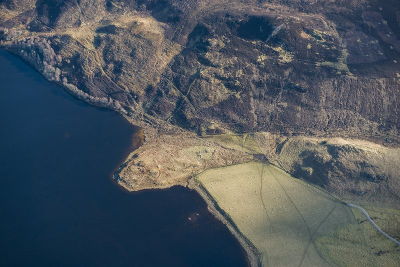 Oblique aerial view of Easter Ruthven farmstead and possible crannog, Loch Ruthven, looking SE.