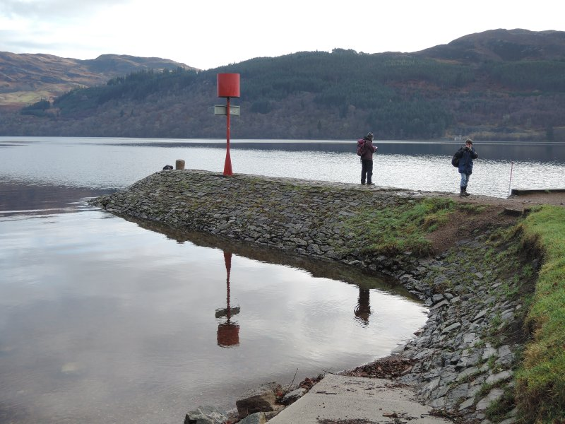 Inveroich Mole showing beacon and bollard looking E