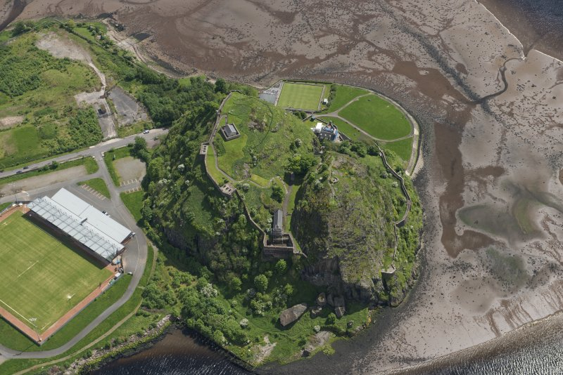 Oblique aerial view of Dumbarton Castle, looking SE.