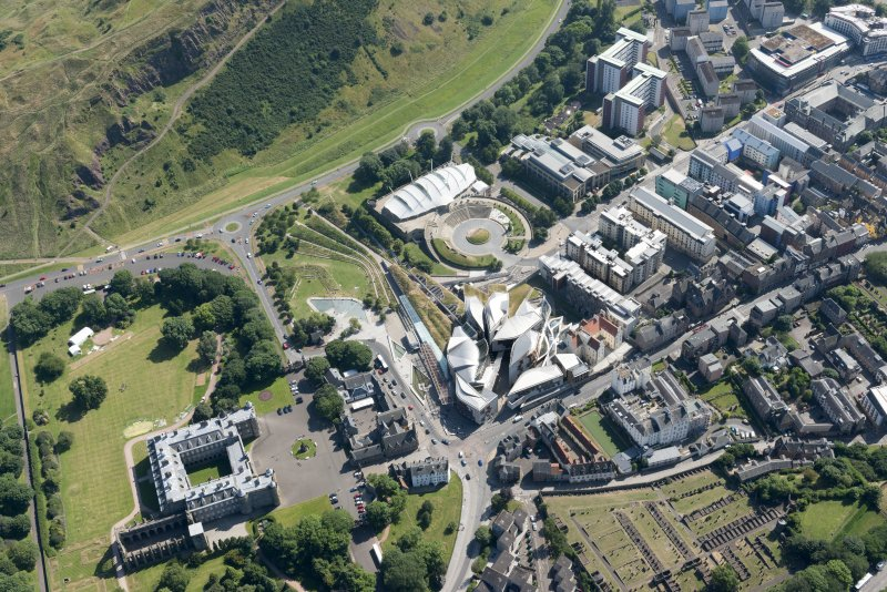 Oblique aerial view of the Canongate, Our Dynamic Earth and Scottish Parliament, looking SW.