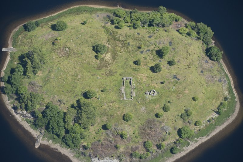 Oblique aerial view of St Finnan's Chapel, looking E.