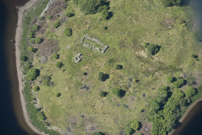 Oblique aerial view of St Finnan's Chapel, looking NNW.