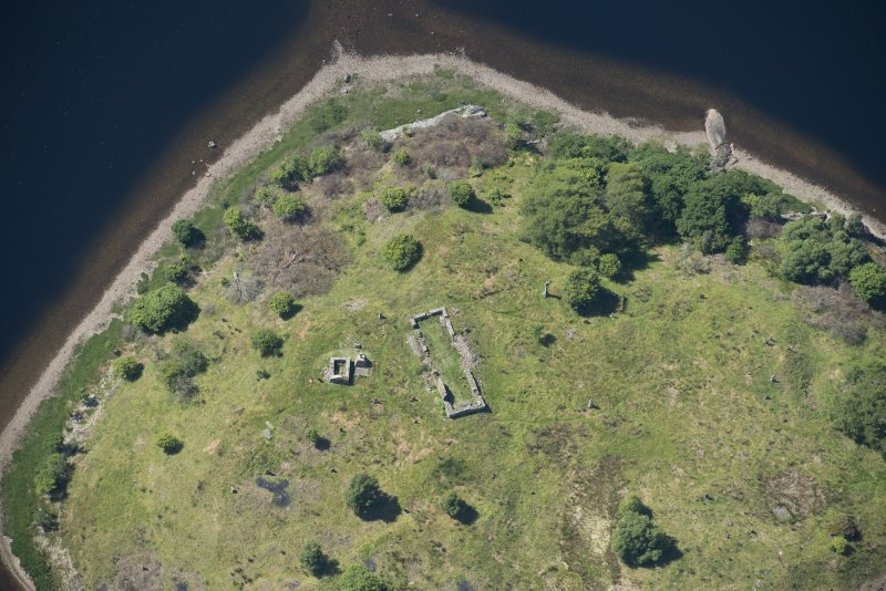 Oblique aerial view of St Finnan's Chapel, looking WNW.