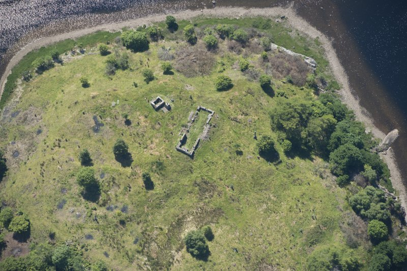 Oblique aerial view of St Finnan's Chapel, looking SW.