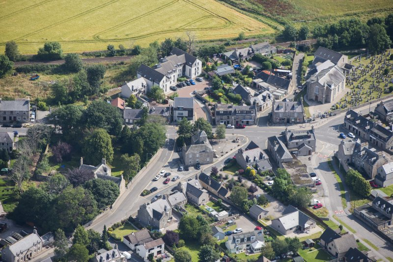 Oblique aerial view of Kintore Town House and Parish Church, looking NE.
