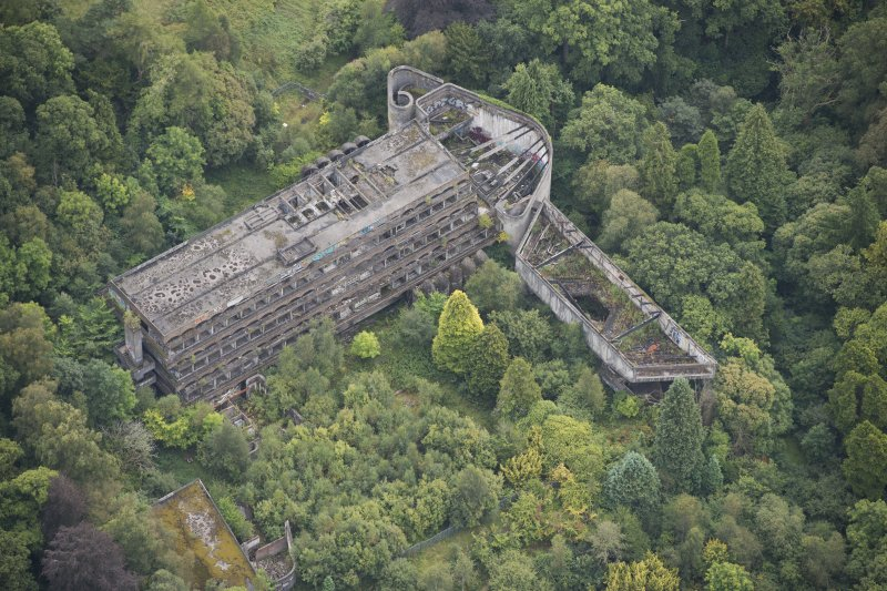 Oblique aerial view of St Peter's College, Cardross, looking S.