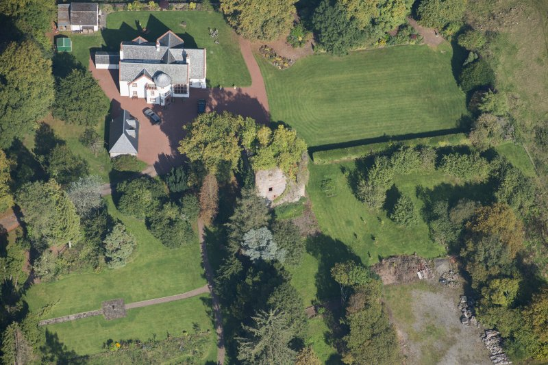 Oblique aerial view of Kilmaronock Castle and Kilmaronock House, looking N.