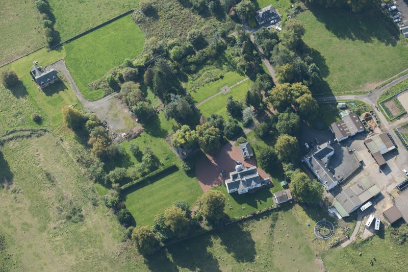 Oblique aerial view of Kilmaronock Castle and Kilmaronock House, looking SSW.