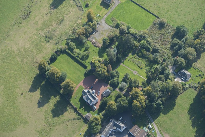 Oblique aerial view of Kilmaronock Castle and Kilmaronock House, looking SE.