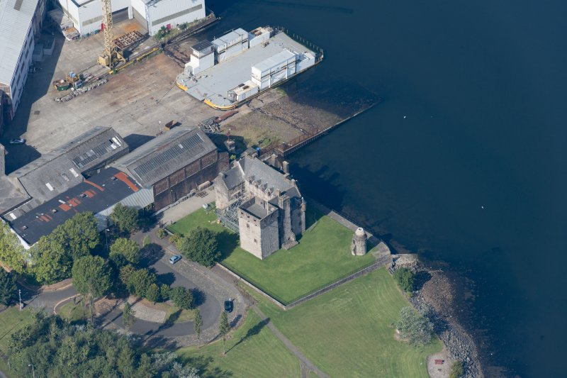 Oblique aerial view of Newark Castle, looking NW.