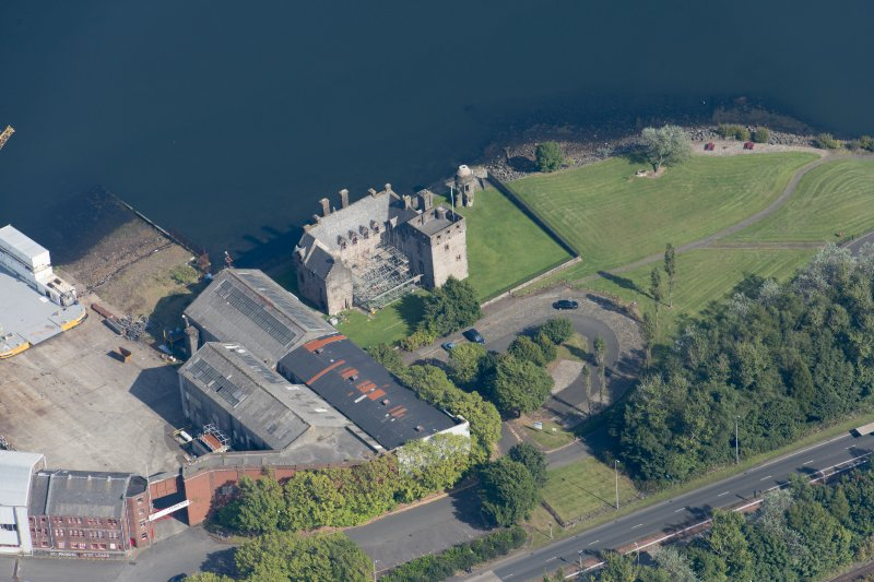 Oblique aerial view of Newark Castle, looking NE.
