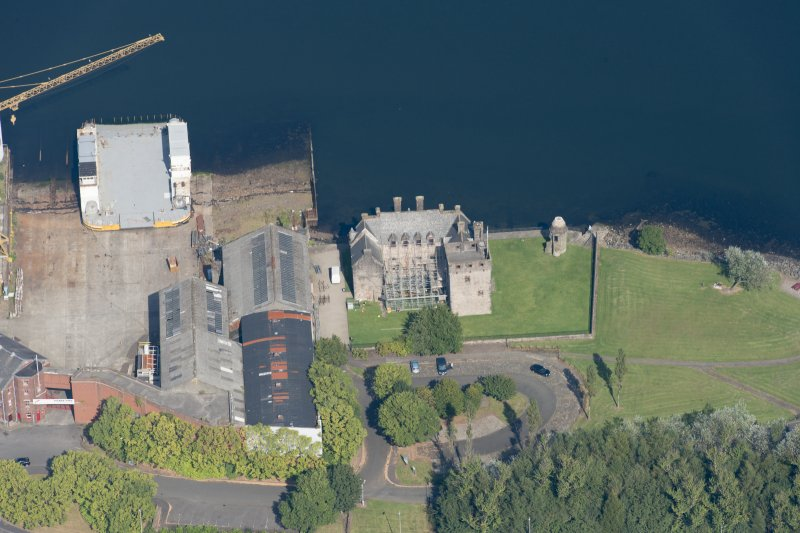 Oblique aerial view of Newark Castle, looking N.