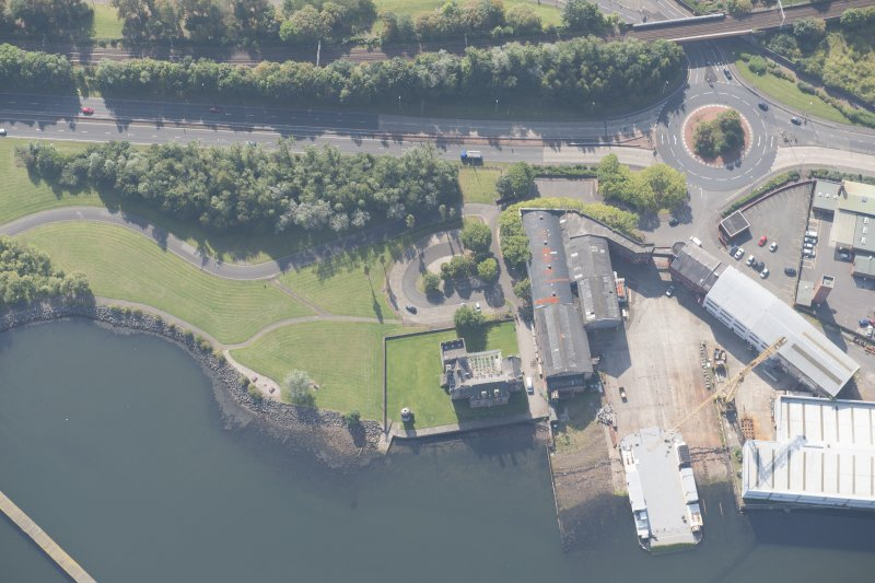 Oblique aerial view of Newark Castle, looking S.