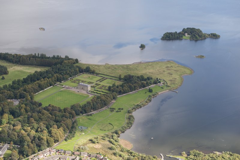 General oblique aerial view of Kinross House and Lochleven Castle Island, looking E.