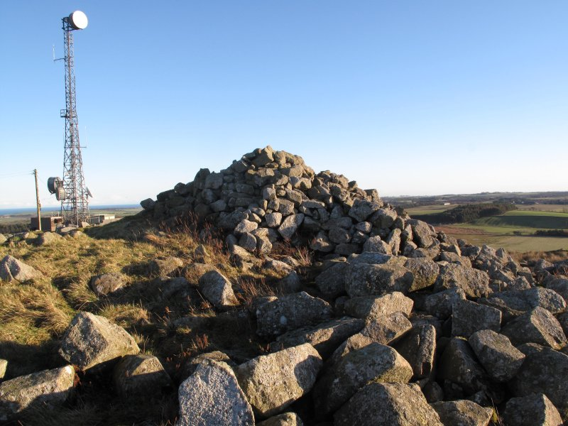 Drumcarrow Craig broch; view of later cairn atop broch wall at W.