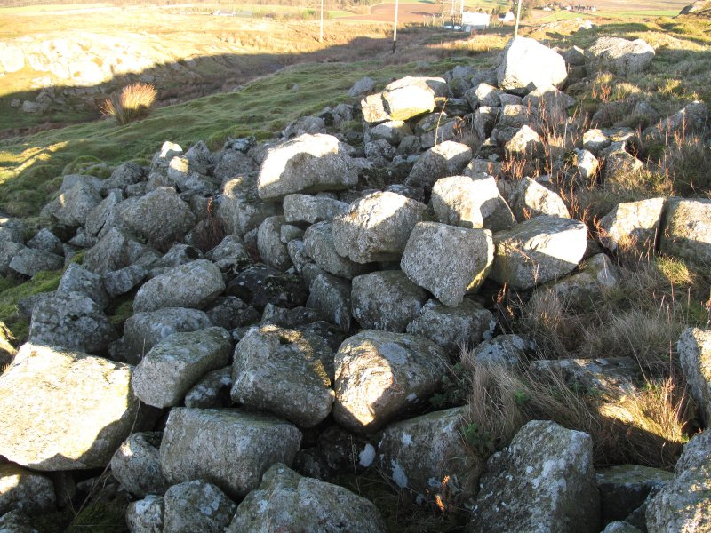 Drumcarrow Craig broch; outer wall-face at NW.