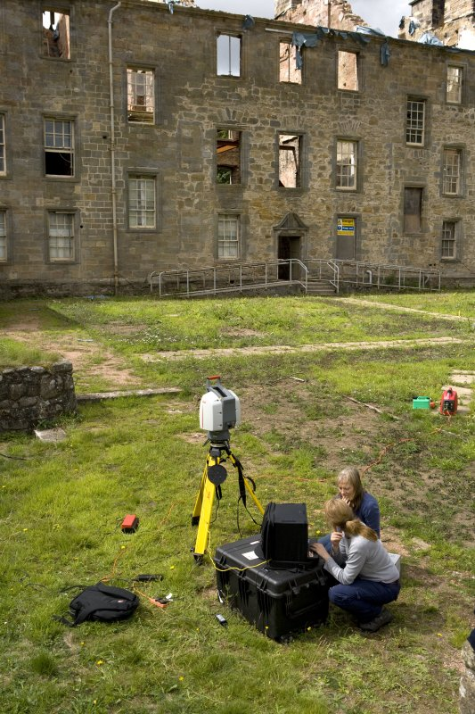 Heather Stoddart and Georgina Brown with the laser scanner.