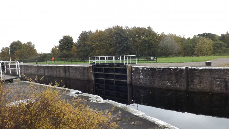 Dochgarroch Lock showing slots for coffer dams from N bank