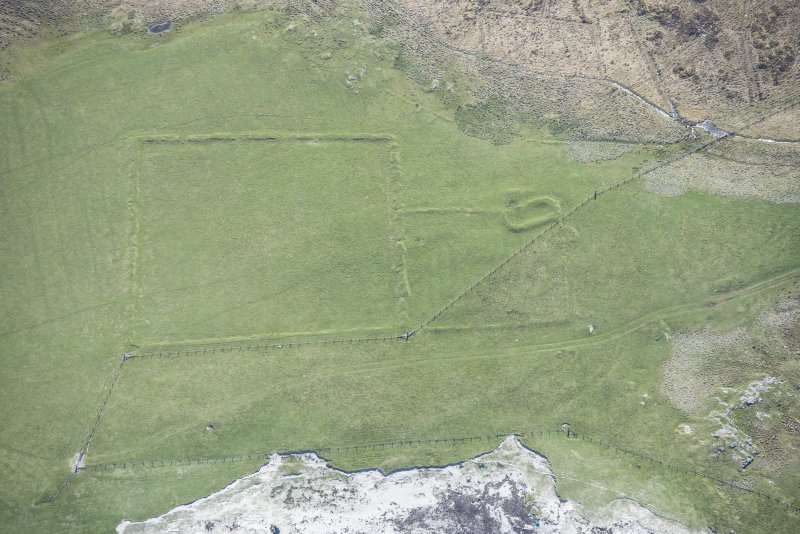 Oblique aerial view of a farmstead at Loch na Gile on the Isle of Tiree, looking SE.