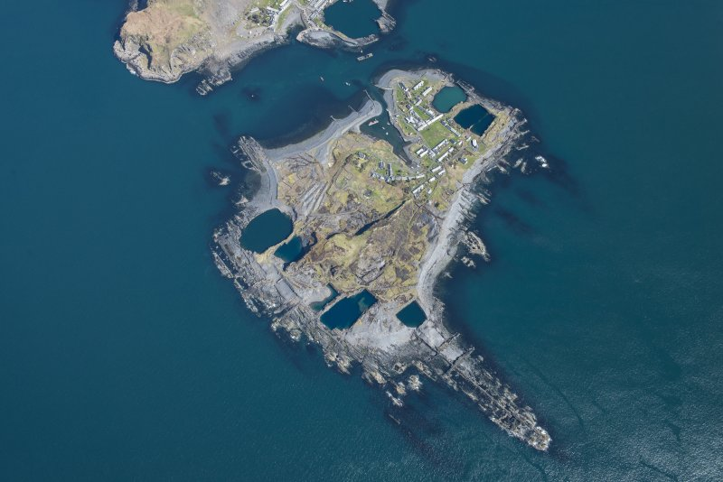 Oblique aerial view of Easdale, looking E.