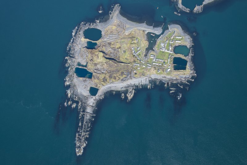 Oblique aerial view of Easdale, looking NNE.
