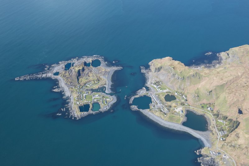 Oblique aerial view of Easdale and Ellenabeich, looking NNW.