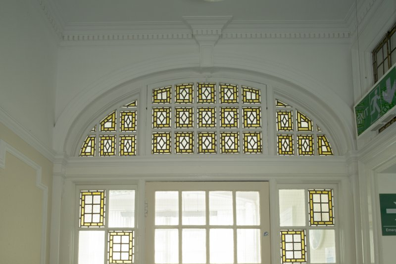 Level 4, west wing, corridor, detail of glazed screen at south end