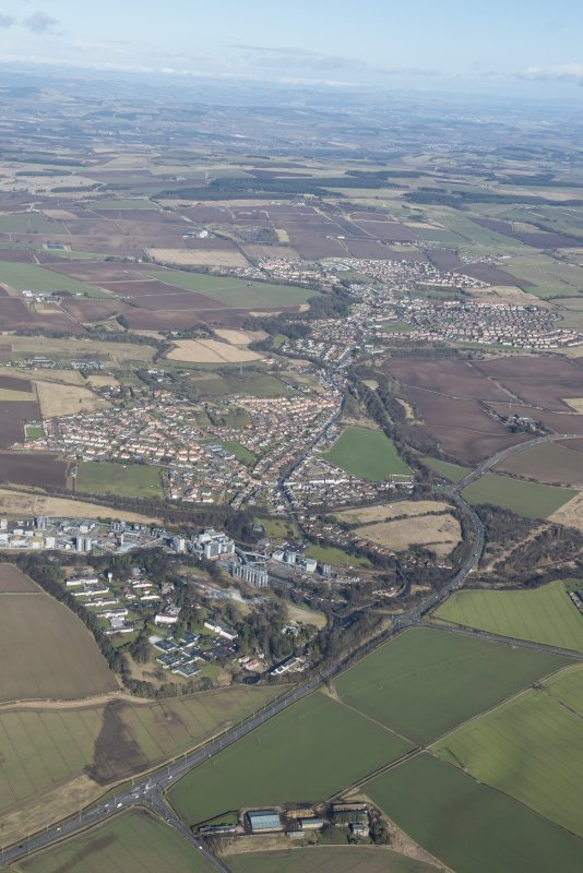 General oblique aerial view of the central Fife landscape including Kennoway, Windygates and Cameron Bridge Distillery, looking NE.