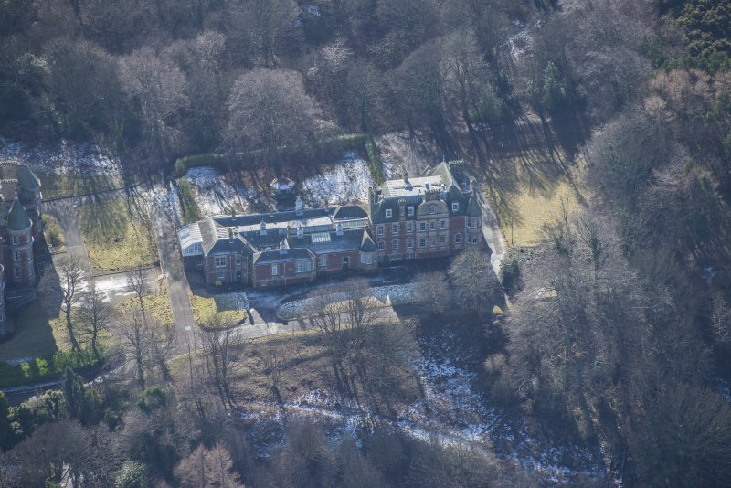 Oblique aerial view of Queen's Craig House, looking S.