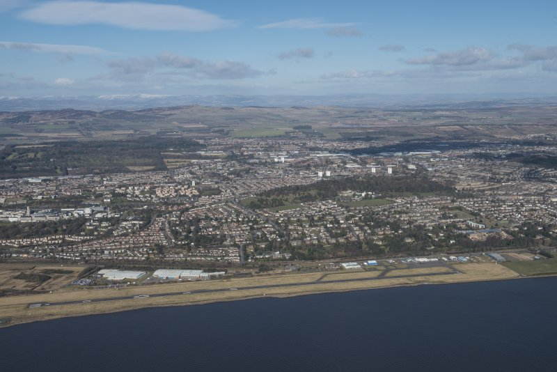 General oblique aerial view of Dundee centred on Balgay Park and Airport, looking N.