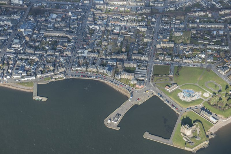 Oblique aerial view of Broughty Ferry, Broughty Ferry Harbour, Beach Crescent and Broughty Castle, looking NE.