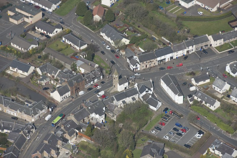 Oblique aerial view of Kilmaurs Market Cross and Tolbooth, looking WNW.