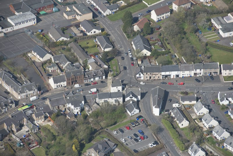 Oblique aerial view of Kilmaurs Market Cross and Tolbooth, looking W.