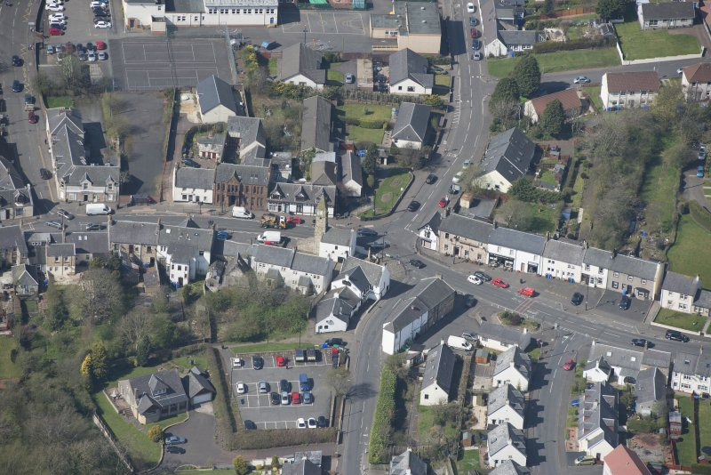 Oblique aerial view of Kilmaurs Market Cross and Tolbooth, looking WSW.