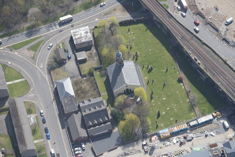 Oblique aerial view of Kilmarnock Old High Kirk and Kirkyard, looking SE.