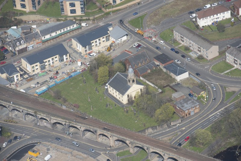 Oblique aerial view of Kilmarnock Old High Kirk and Kirkyard, looking NNW.