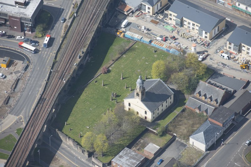 Oblique aerial view of Kilmarnock Old High Kirk and Kirkyard, looking WSW.