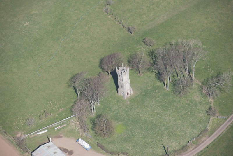 Oblique aerial view of Wallace's Monument, looking N.