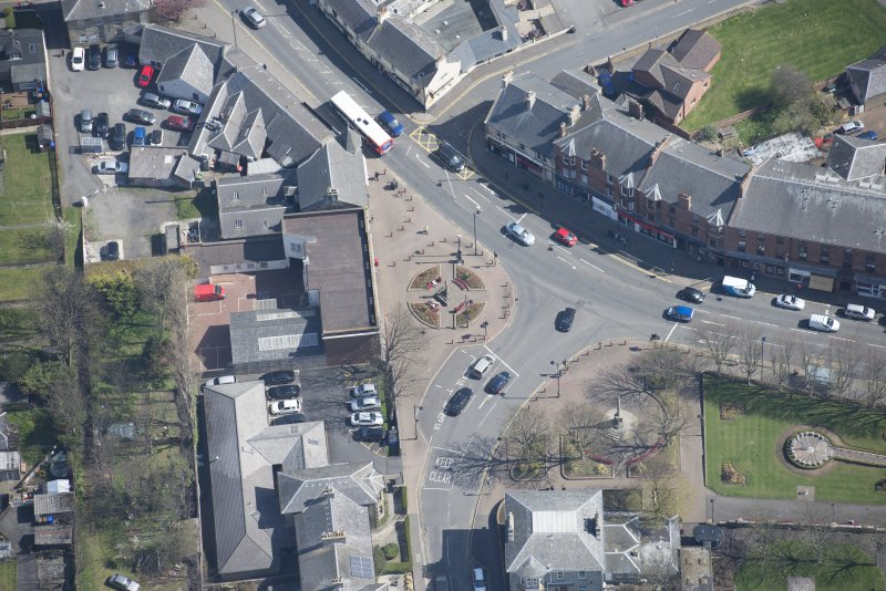 Oblique aerial view of Prestwick Market Cross, looking ENE.