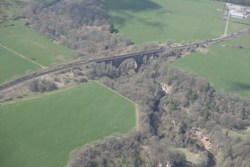 Oblique aerial view of Ballochmyle Railway Viaduct, looking NW.