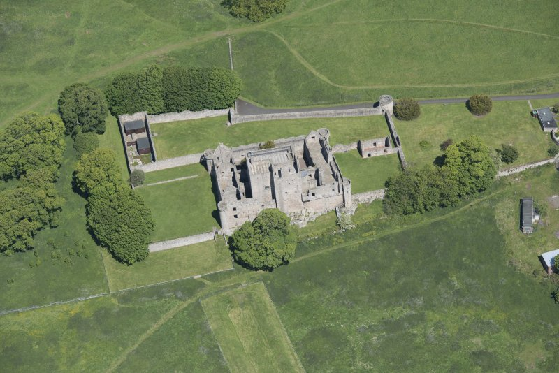 Oblique aerial view of Craigmillar Castle, looking N.