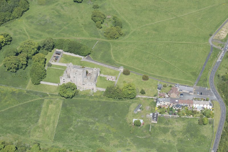 Oblique aerial view of Craigmillar Castle, looking NNW.