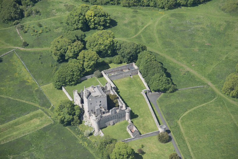 Oblique aerial view of Craigmillar Castle, looking W.