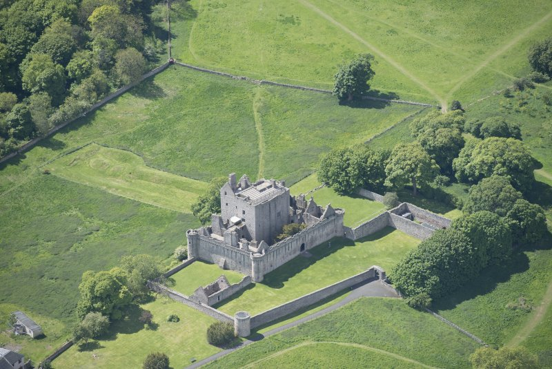 Oblique aerial view of Craigmillar Castle, looking SSW.