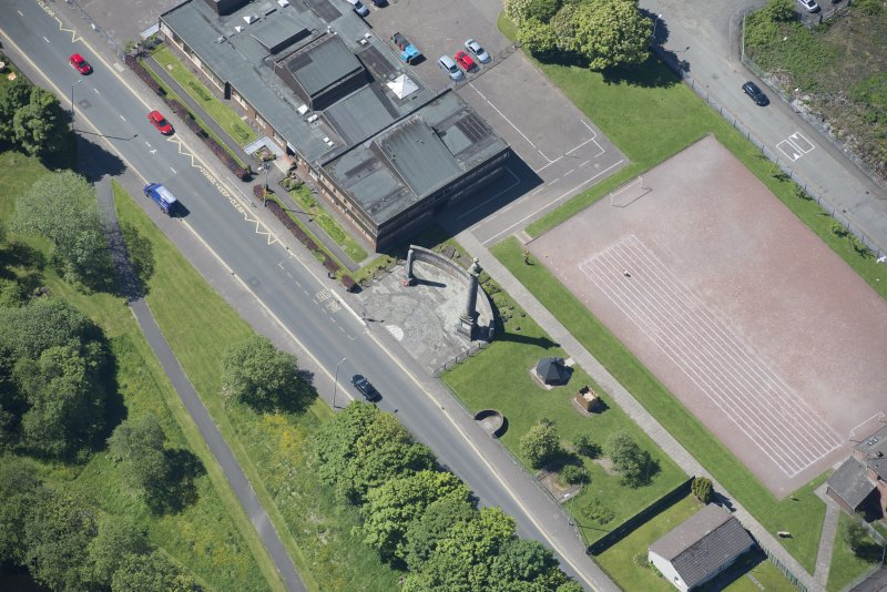 Oblique aerial view of the Smollet Monument and Renton War Memorial, looking SW.