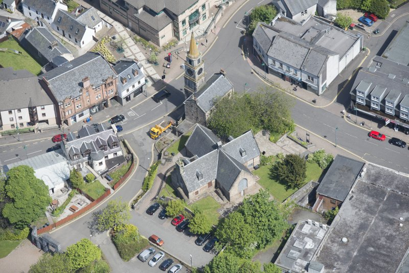 Oblique aerial view of Kirkintilloch Old Church and Town Steeple, looking NE.