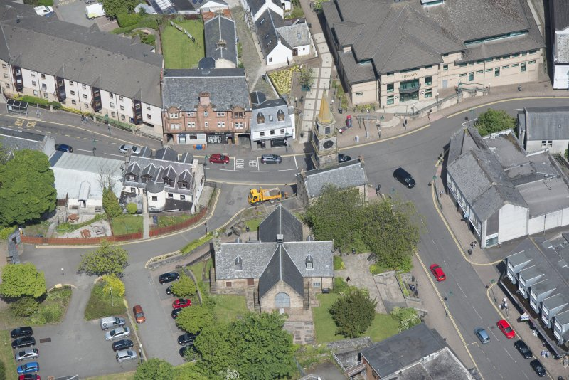 Oblique aerial view of Kirkintilloch Old Church and Town Steeple, looking NNW.