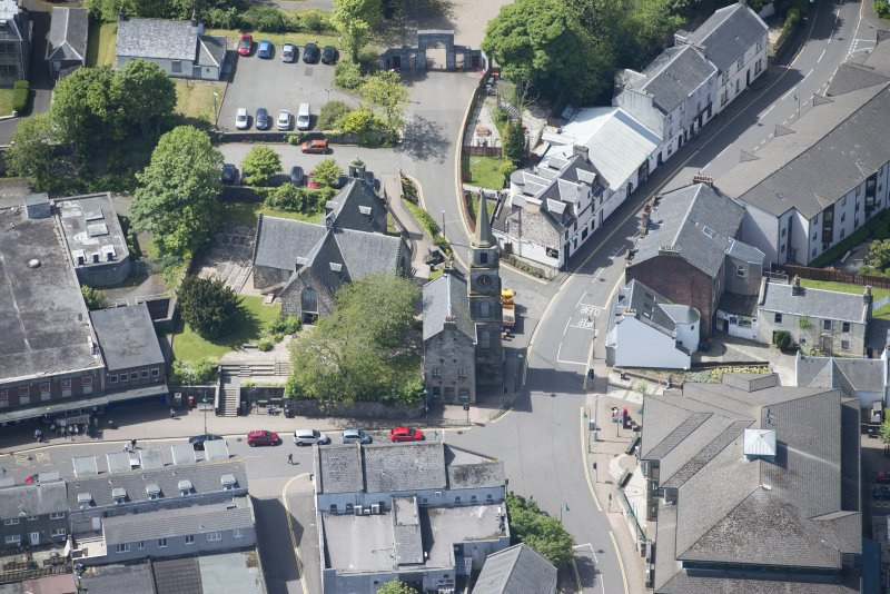 Oblique aerial view of Kirkintilloch Old Church and Town Steeple, looking S.