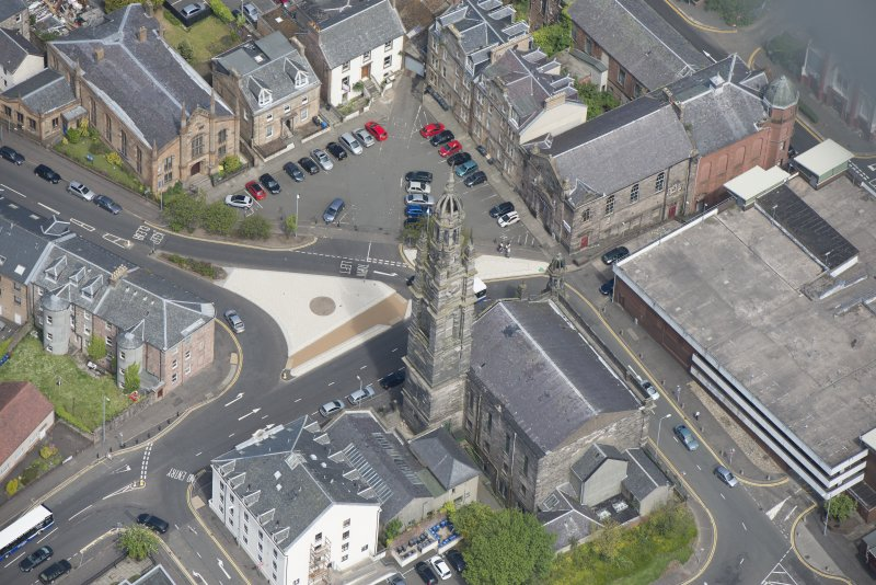 Oblique aerial view of St George's North Church and George Square Congregational Church, looking NNE.